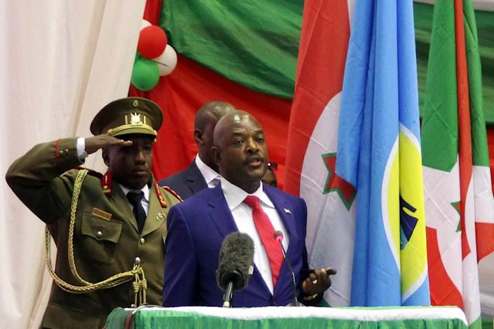 """A Burundi journalist was unharmed after his release by authorities, who arrested him for aiding """"insurgents,"""" the term used for people who oppose President Pierre Nkurunziza (R), seen after being sworn in for his controversial third term in 2015 (AFP Photo/Landry Nshimiye)"""