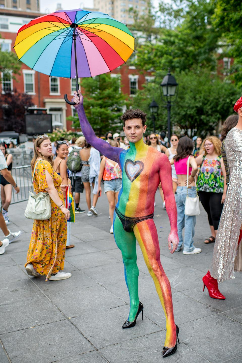 """An all-over beauty look from New York City's Pride March. <span class=""""copyright"""">Photo: Roy Rochlin/Getty Images.</span>"""