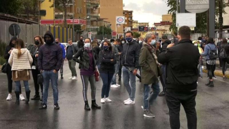 Covid, mini-lockdown ad Arzano: scatta protesta dei commercianti