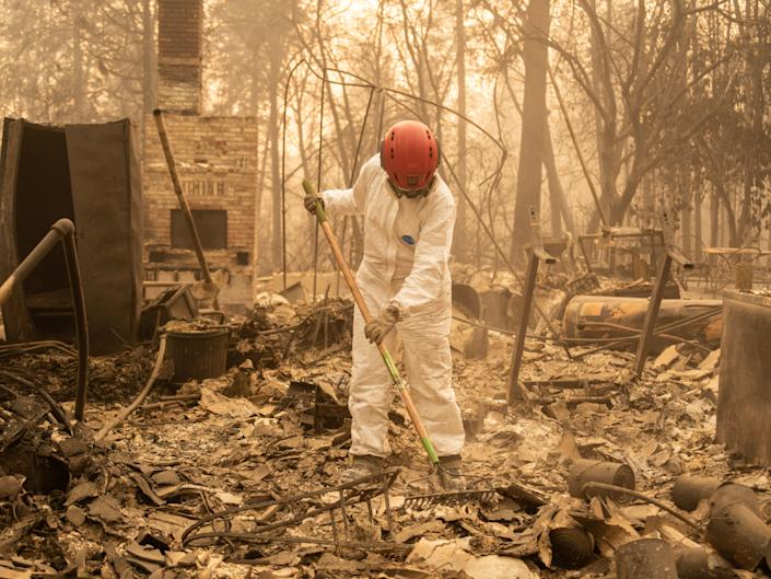 A member of the Tuolumne County Sheriff's Search & Rescue Team looks for human remains at a burned home in Paradise. (Photo: Cayce Clifford for HuffPost)