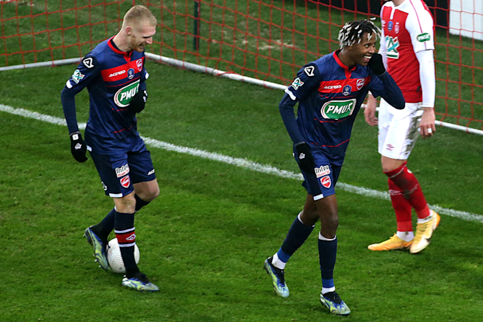 Valenciennes' French forward Kevin Cabral (R) celebrates after scoring during the French Cup round-of-64 football match.