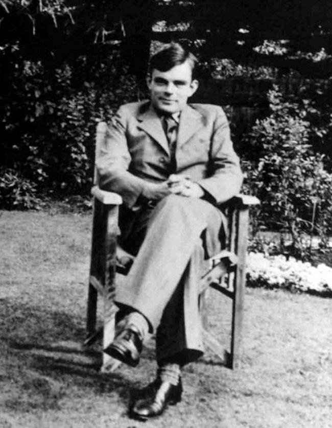 "<span class=""caption"">Alan Turing vers 1938.</span> <span class=""attribution""><a class=""link rapid-noclick-resp"" href=""https://commons.wikimedia.org/wiki/File:Alan_Turing_az_1930-as_%C3%A9vekben.jpg"" rel=""nofollow noopener"" target=""_blank"" data-ylk=""slk:Wikipedia"">Wikipedia</a></span>"