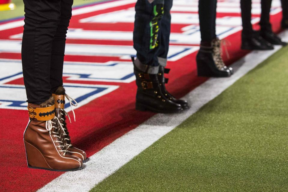 Models line the end zone line during rehearsals for the Tommy Hilfiger Fall/Winter 2015 collection presentation at New York Fashion Week February 16, 2015. Shunning the traditional catwalk, Mr. Hilfiger instead presented his collection on a mock American Football field. REUTERS/Andrew Kelly (UNITED STATES - Tags: FASHION)