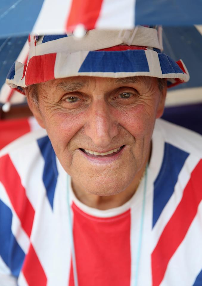 LONDON, ENGLAND - JULY 17: Royalist Terry Hutt waits outside the Lindo wing of St Mary's Hospital as the UK prepares for the birth of the first child of The Duke and Duchess of Cambridge on July 16, 2013 in London, England. (Photo by Chris Jackson/Getty Images)