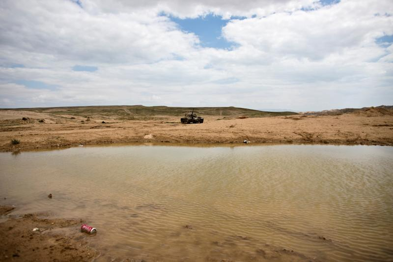 A disused tank lies abandoned in an open area next to an Israeli military training area in the Jordan Valley in the Israeli-occupied West Bank, March 26, 2019. Israel and Jordan fought during the 1967 Six Day War but signed a peace treaty in 1994. (Photo: Ronen Zvulun/Reuters)