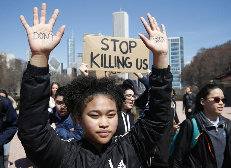 """A student holds up her hands with the words """"Don't Shoot"""" written on them during a protest against school violence in Chicago"""