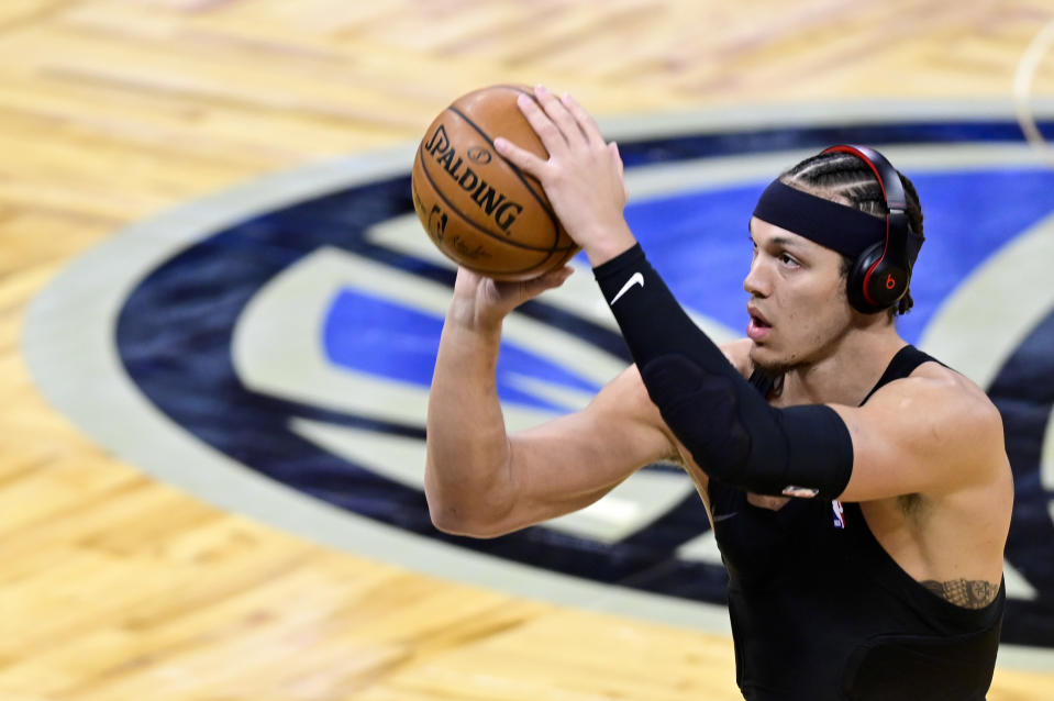 Aaron Gordon warms up wearing a pair of Beats headphones prior to a game.