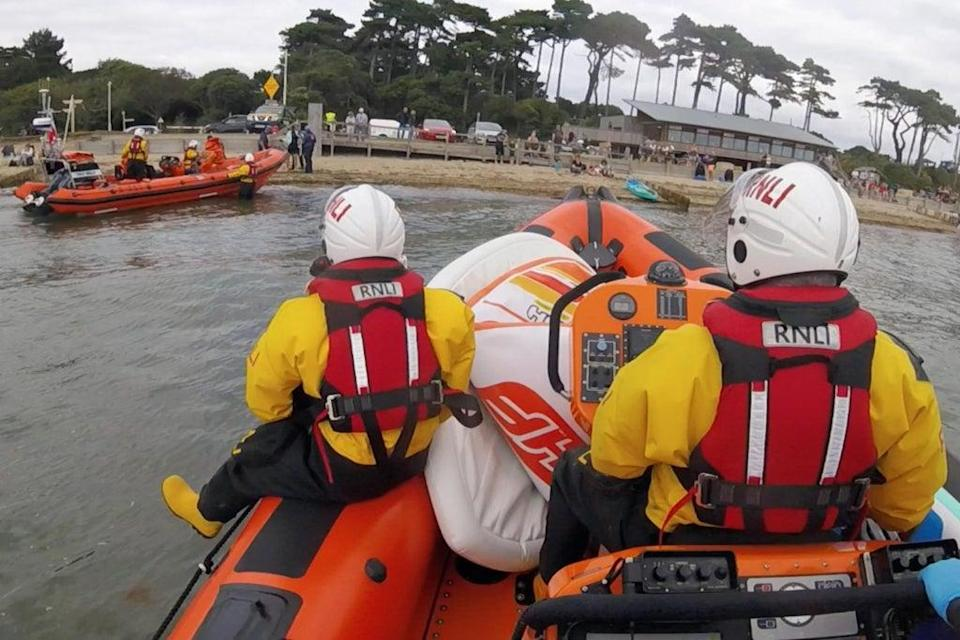 RNLI turn up at the scene of the rescue  (Cowes RNLI)