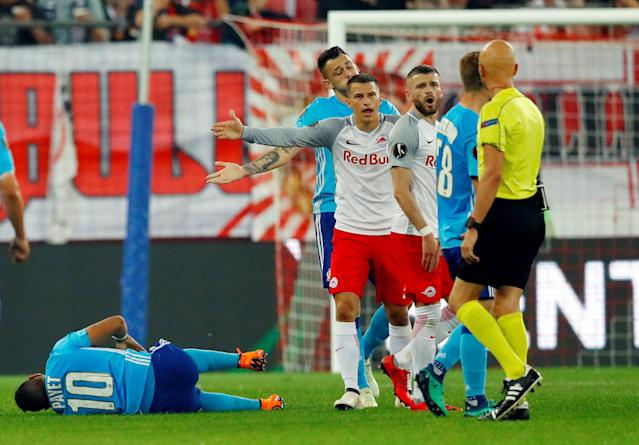 Soccer Football - Europa League Semi Final Second Leg - RB Salzburg v Olympique de Marseille - Red Bull Arena, Salzburg, Austria - May 3, 2018 Marseille's Dimitri Payet after sustaining an injury as RB Salzburg's Stefan Lainer and team mates react REUTERS/Leonhard Foeger