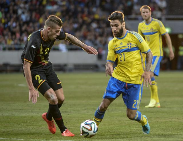 Belgium's Toby Alderweireid, left, against Sweden's Jimmy Durmaz, right, battle for the ball during the friendly soccer match between Sweden and Belgium at Friends Arena in Solna, Sweden, Sunday June 1, 2014. (AP photo/Maja Sualin, TT News Agency)