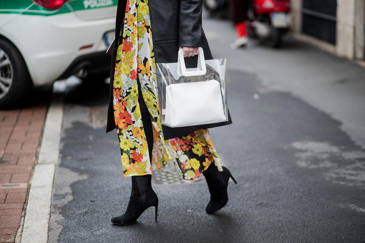 <p>Model carries white Staud clear plastic tote. (Photo: Getty Images) </p>