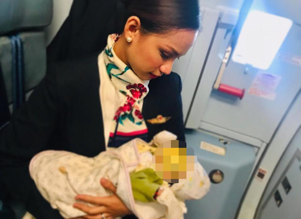 """I breastfed a stranger's baby inflight,"" flight attendant Patrisha Organo wrote in a Facebook post that's gone viral. (Photo: Caters News Agency)"