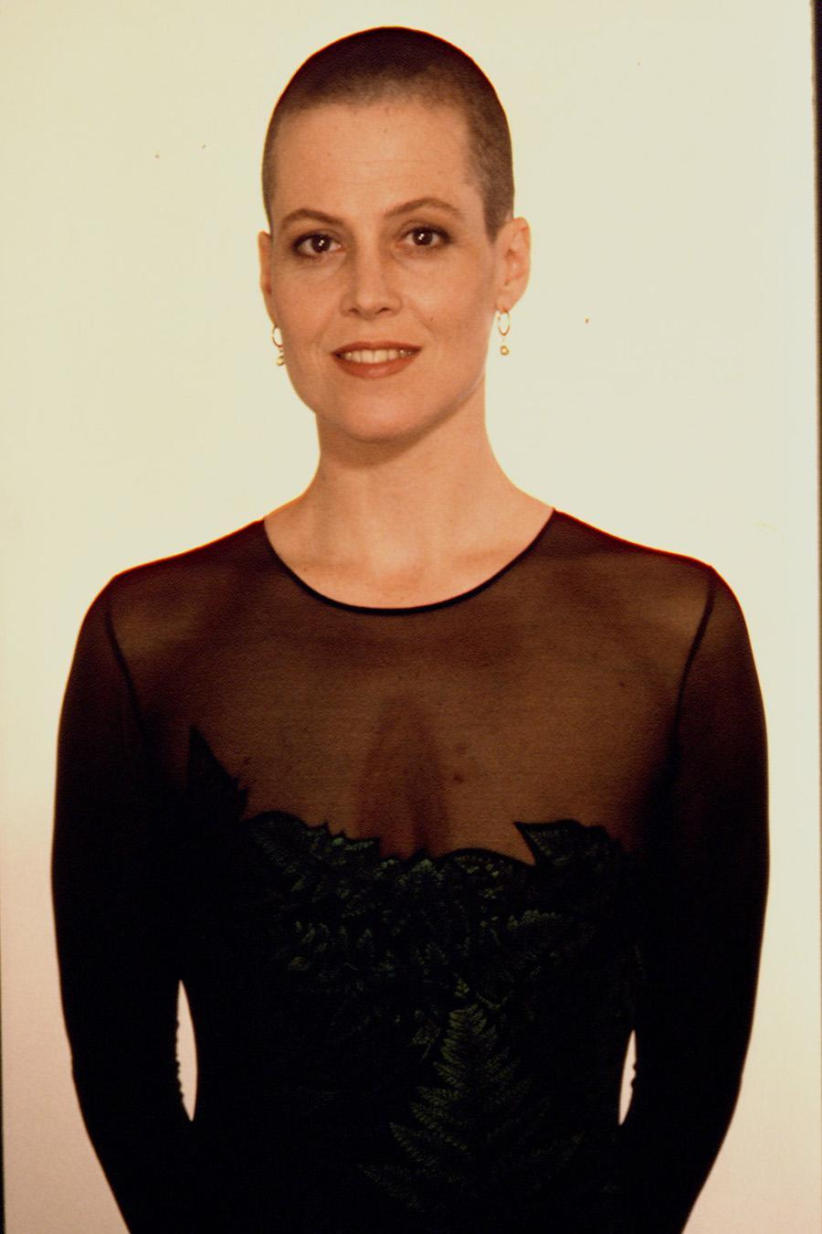 """<p>Actress Sigourney Weaver is a class act with the brunette buzz cut from her """"Alien"""" days. (Photo: Getty Images) </p>"""