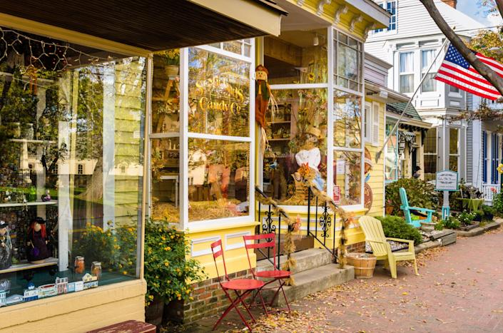 a small shop with chairs outside in St Michaels, Maryland