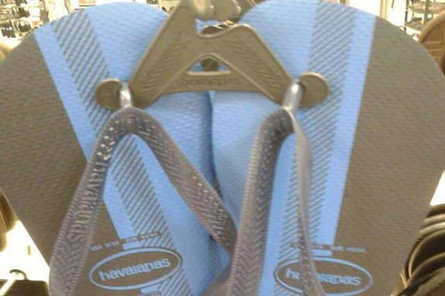 Are these flip flops white and gold or black and blue?