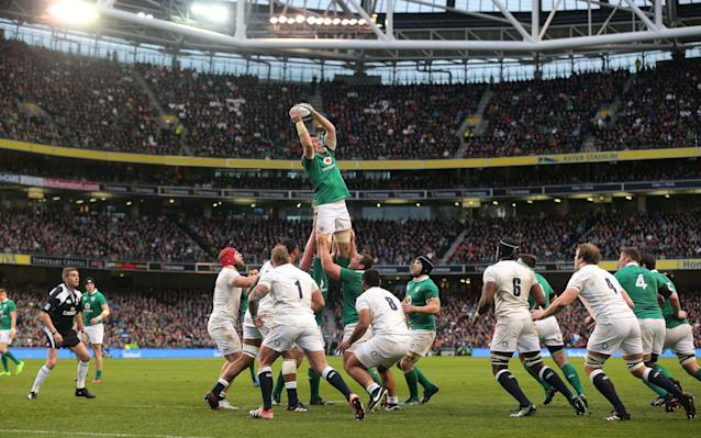 <span>Ireland's Peter O'Mahony gathers from a line-out </span>