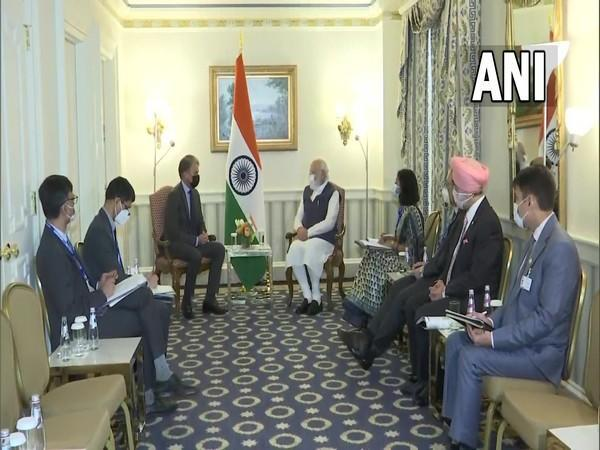 PM Narendra Modi holding meeting with First Solar CEO in Washington.