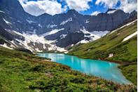 """<p>Of course there are <a href=""""https://www.countryliving.com/life/travel/g4454/most-scenic-drives-in-america/"""" rel=""""nofollow noopener"""" target=""""_blank"""" data-ylk=""""slk:countless stunning sights"""" class=""""link rapid-noclick-resp"""">countless stunning sights</a> in the United States, but these breathtaking spots are some of the top places worth adding to the top of your <a href=""""https://www.countryliving.com/life/travel/g19694662/road-trip-destinations-with-kids/"""" rel=""""nofollow noopener"""" target=""""_blank"""" data-ylk=""""slk:travel bucket list"""" class=""""link rapid-noclick-resp"""">travel bucket list</a>. Even if a cross-country trip isn't in the budget right now, you can still enjoy nature's beauty by scrolling through this list.<br></p>"""