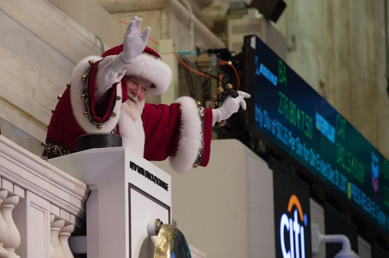 'Santa Claus' waves from the closing bell at the New York Stock Exchange on November 30, 2017 in New York. / AFP PHOTO / Bryan R. Smith (Photo credit should read BRYAN R. SMITH/AFP via Getty Images)