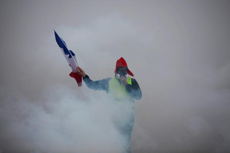 The French government has blamed far-right and far-left thugs for the violence on two successive weekends since the start of the protests on November 17