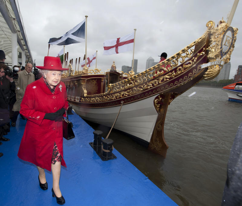 Britain's Queen Elizabeth is shown the Gloriana, a new royal barge that will form part of June's Thames Diamond Jubilee River Pageant, in Greenwich, London April 25, 2012. REUTERS/Jamie Wiseman/Pool (BRITAIN - Tags: ROYALS ENTERTAINMENT SOCIETY)