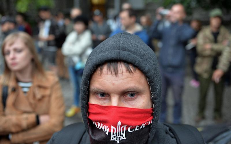 Members of the Pravy Sektor movement and their supporters rally in front of the President's office in Kiev on July 11, 2015 (AFP Photo/Genya Savilov)