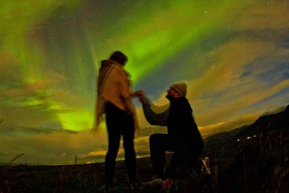 Scientist Proposes to Girlfriend in Amazing Northern Lights Time-Lapse Video