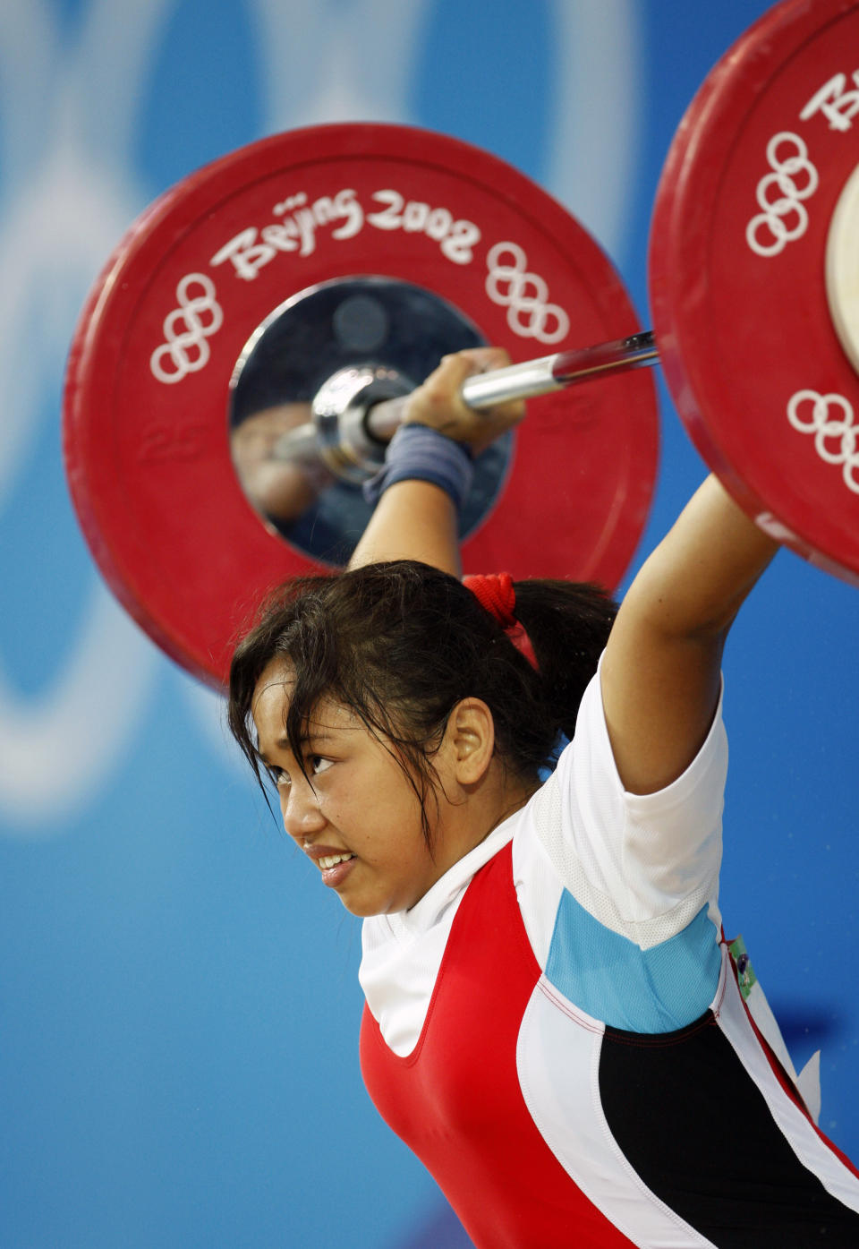 Hidilyn Diaz of the Philippines competes in the women's 58kg Group A snatch weightlifting competition at the Beijing 2008 Olympic Games August 11, 2008.     REUTERS/Oleg Popov (CHINA)