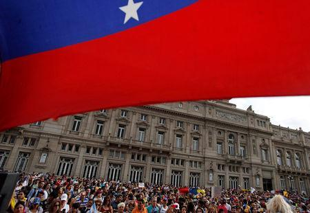 People gather in support of Venezuela's opposition leader Juan Guaido on Vatican Square in Buenos Aires, Argentina, January 23, 2019. REUTERS/Martin Acosta/Files