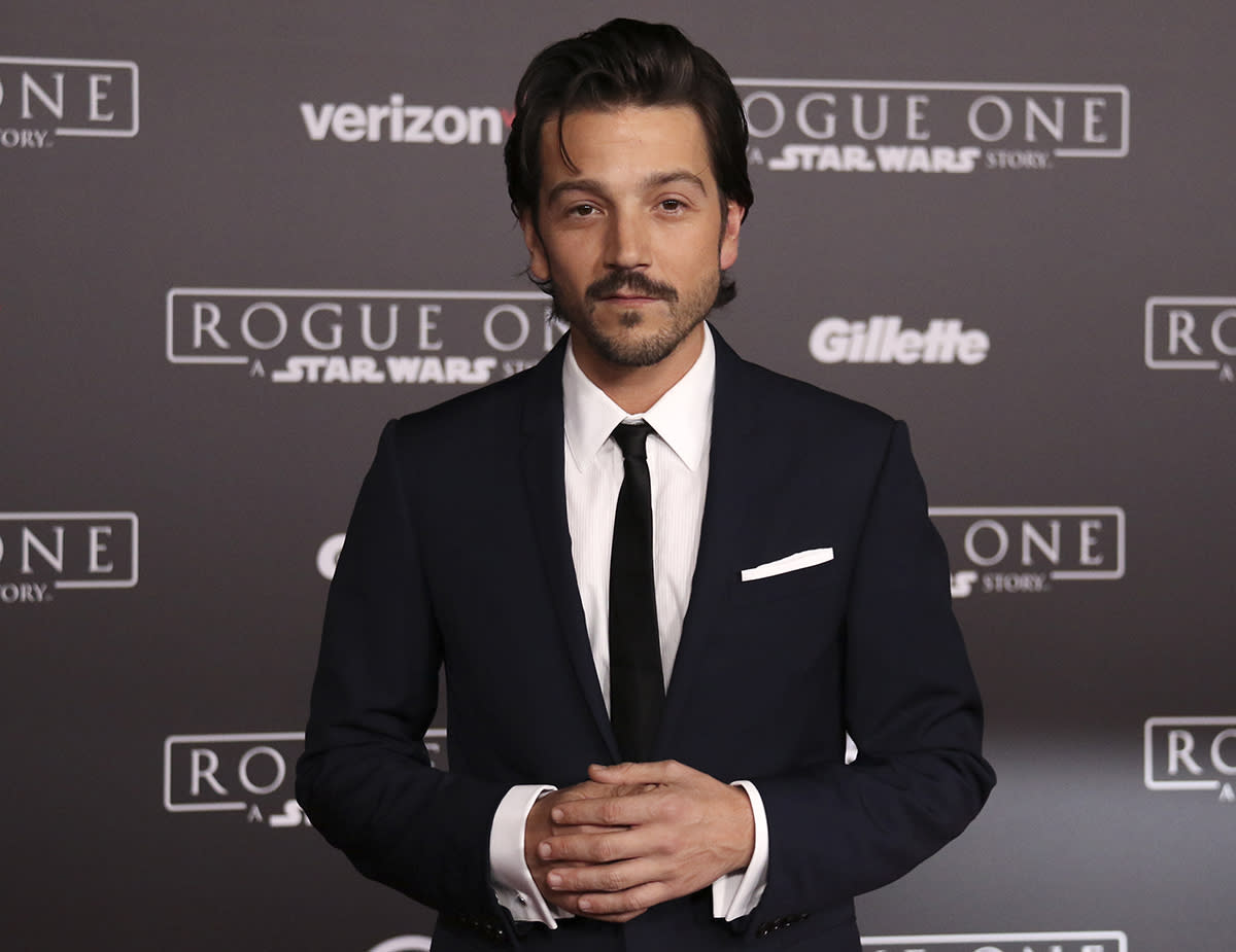 <p>As Rebel spy Cassian Andor, Luna serves a key role in 'Rogue One.' He says he's finally glad not to keep any of the movie's secrets from his friends and family. (Paul Rosales/Yahoo Movies) </p>