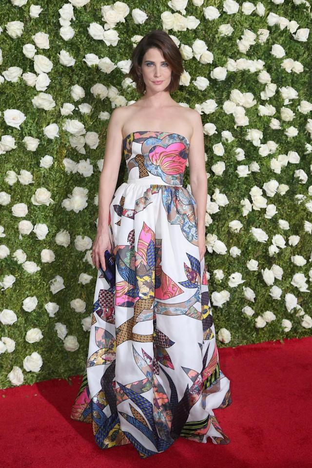 <p>The actress was spring-perfect in this strapless number. (Photo: Getty Images) </p>