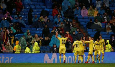 Soccer Football - La Liga Santander - Real Madrid vs Villarreal - Santiago Bernabeu, Madrid, Spain - January 13, 2018 Villarreal's Pablo Fornals celebrates scoring their first goal with teammates REUTERS/Javier Barbancho