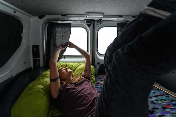 "RV beds don't have to be uncomfortable. Finding a <a href=""https://fave.co/2PKka1r"" rel=""nofollow noopener"" target=""_blank"" data-ylk=""slk:good RV mattress"" class=""link rapid-noclick-resp"">good RV mattress</a> and top-notch <a href=""https://fave.co/2PPJ8wl"" rel=""nofollow noopener"" target=""_blank"" data-ylk=""slk:RV bedsheets"" class=""link rapid-noclick-resp"">RV bedsheets</a> are good ways to start getting good Zs while you're on the road. (Photo: Alex Eggermont via Getty Images)"