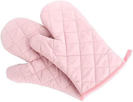 "<h3><a href=""https://amzn.to/2PjrosC"" rel=""nofollow noopener"" target=""_blank"" data-ylk=""slk:Quilted Oven Mitts"" class=""link rapid-noclick-resp"">Quilted Oven Mitts</a> </h3><br>Oven mitts sure can make for a topnotch decor gift when they look like this quilted, pretty-in-pink pair. <br><br><strong>Nachvorn</strong> Quilted Cotton Oven Mitts, $, available at <a href=""https://amzn.to/2PjrosC"" rel=""nofollow noopener"" target=""_blank"" data-ylk=""slk:Amazon"" class=""link rapid-noclick-resp"">Amazon</a>"