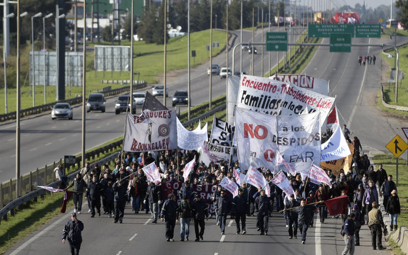 Demonstrators walk along the Pan-American highway in Buenos Aires on August 28, 2014, during the general strike