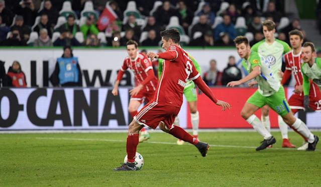 Soccer Football - Bundesliga - VfL Wolfsburg vs Bayern Munich - Volkswagen Arena, Wolfsburg, Germany - February 17, 2018 Bayern Munich's Robert Lewandowski scores their second goal from the penalty spot REUTERS/Fabian Bimmer DFL RULES TO LIMIT THE ONLINE USAGE DURING MATCH TIME TO 15 PICTURES PER GAME. IMAGE SEQUENCES TO SIMULATE VIDEO IS NOT ALLOWED AT ANY TIME. FOR FURTHER QUERIES PLEASE CONTACT DFL DIRECTLY AT + 49 69 650050