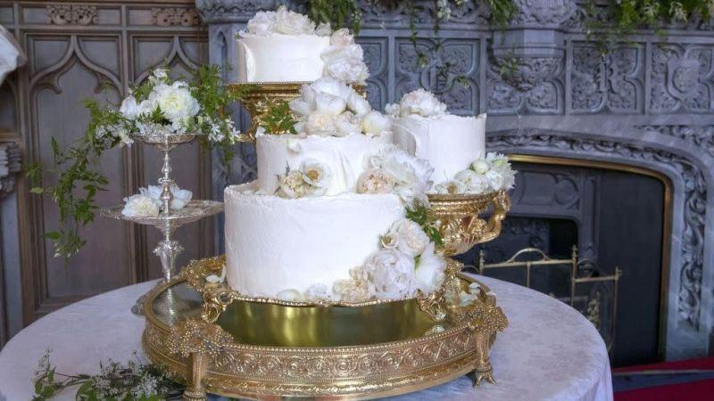 This isn't the couple's actual wedding cake, but maybe they can just take it anyway.
