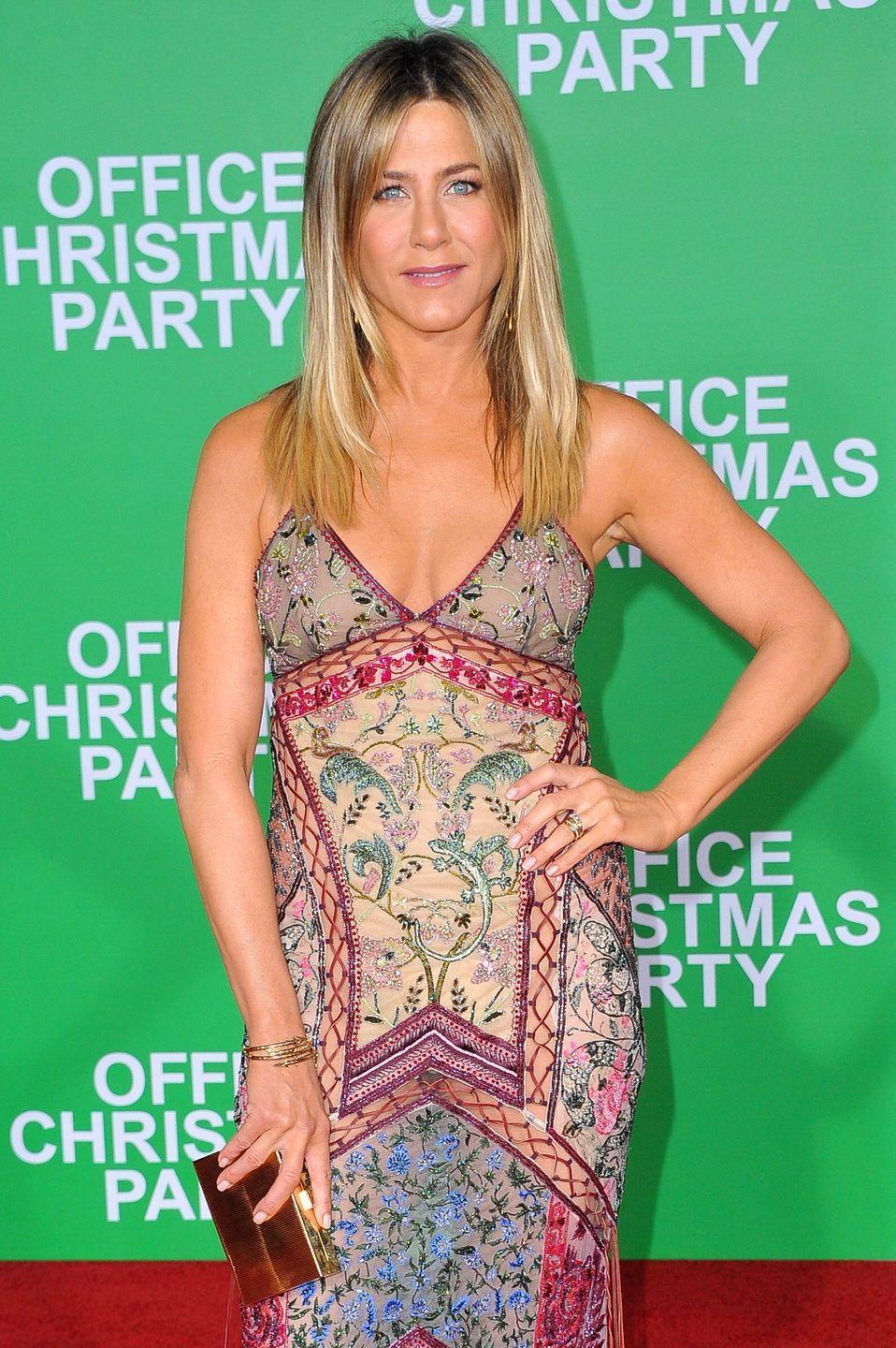 "<p>Jennifer told <em><a href=""https://www.womenshealthmag.com/life/a19937094/jennifer-aniston-beauty-products/"" rel=""nofollow noopener"" target=""_blank"" data-ylk=""slk:Women's Health"" class=""link rapid-noclick-resp"">Women's Health</a></em> that she loves to nosh on frozen grapes. ""I like the red ones—they're really easy and delicious,"" she said. ""They give you that frozen crunch. I was at a spa one time, and they gave me a little cup of frozen grapes after my mud bath soak or whatever. It was sort of like, 'This is genius.'""</p>"