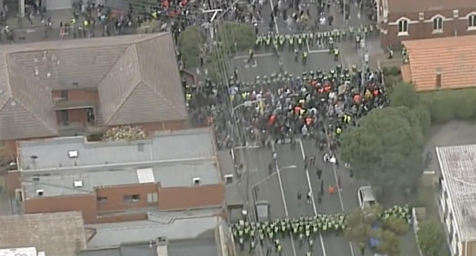 Police have created roadblocks around central Melbourne to stop planned anti-lockdown protests. Source: 9News