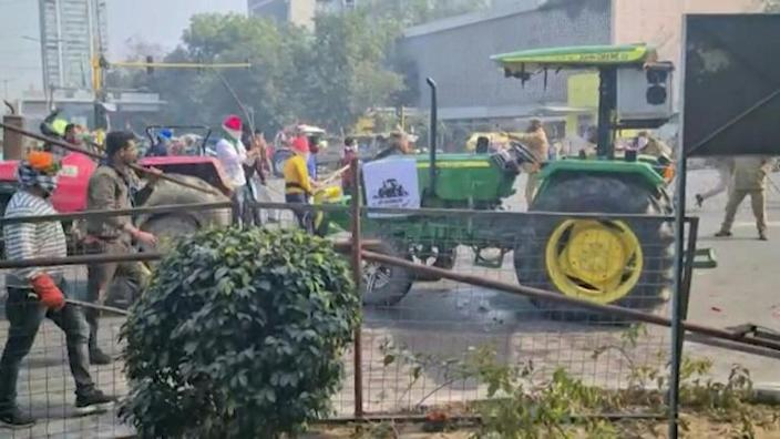 Indian police and farmers clash at tractor protest
