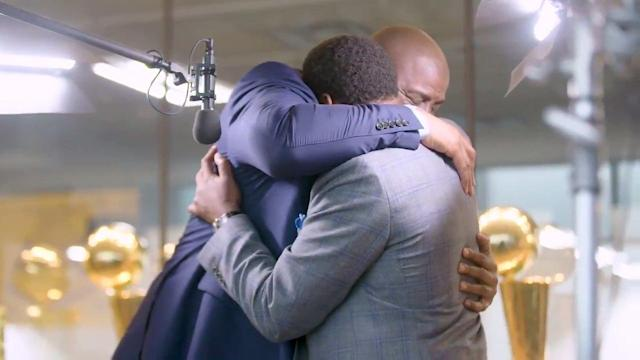 "Magic Johnson and <a class=""link rapid-noclick-resp"" href=""/ncaaf/players/277656/"" data-ylk=""slk:Isiah Thomas"">Isiah Thomas</a> hug it out. (NBA TV)"