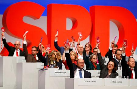 Social Democratic Party (SPD) members vote during an SPD party convention in Berlin, Germany, December 7, 2017. REUTERS/Fabrizio Bensch