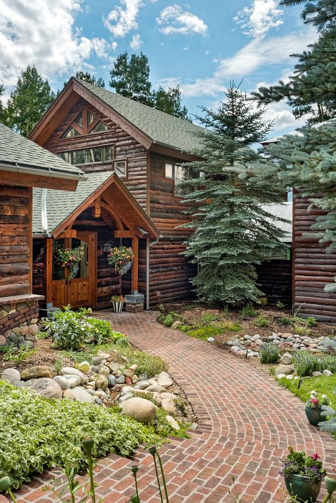 Skiers can reach the house from Aspen Mountain.