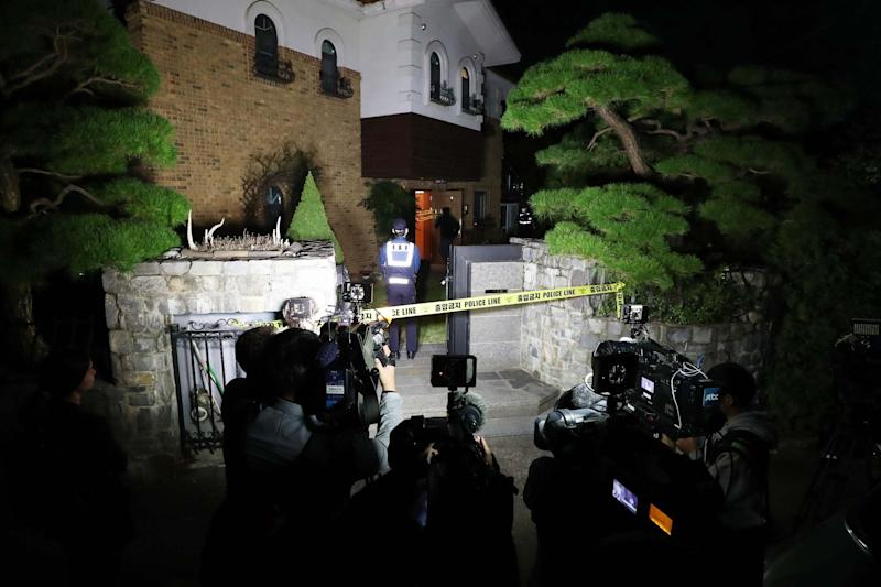 Police cordon off Sulli's house in Seongnam, where she was found dead on Monday (YONHAP/AFP via Getty Images)