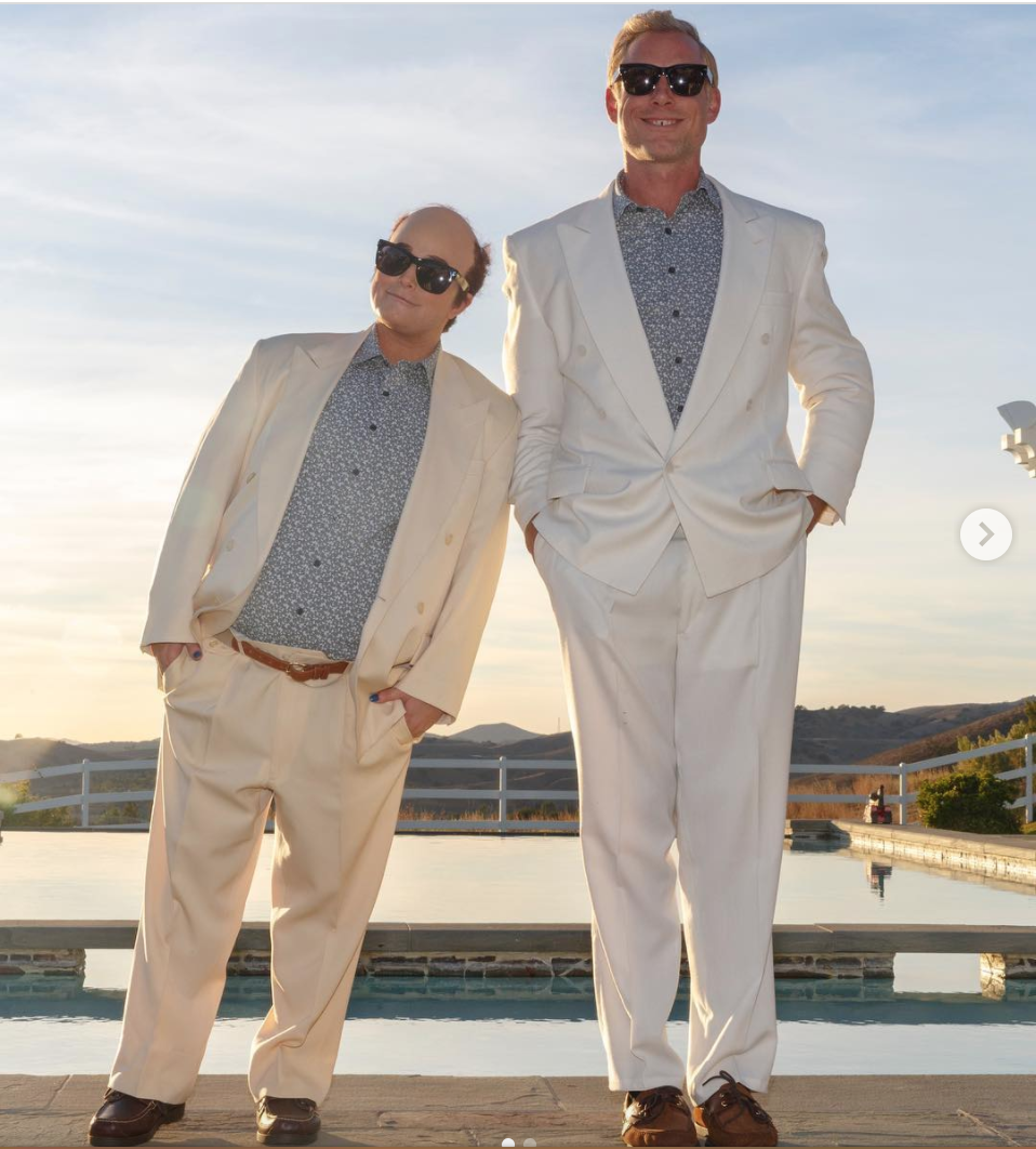 <p>Jessica Simpson and Eric Johnson are practically unrecognizable as the main characters from the movie <em>Twins</em>. Also, how accurate is their height difference in comparison to Danny Devito and Arnold Schwarzenegger in the film?</p>