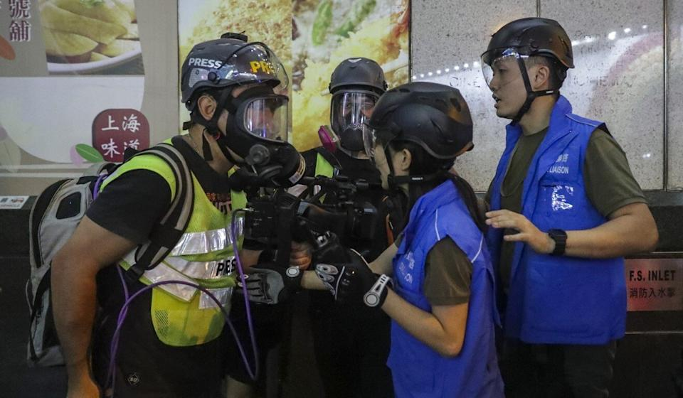 Journalists quarrel with media liaison police officers in Prince Edward during a clearance operation in October of 2019. Photo: Edmond So