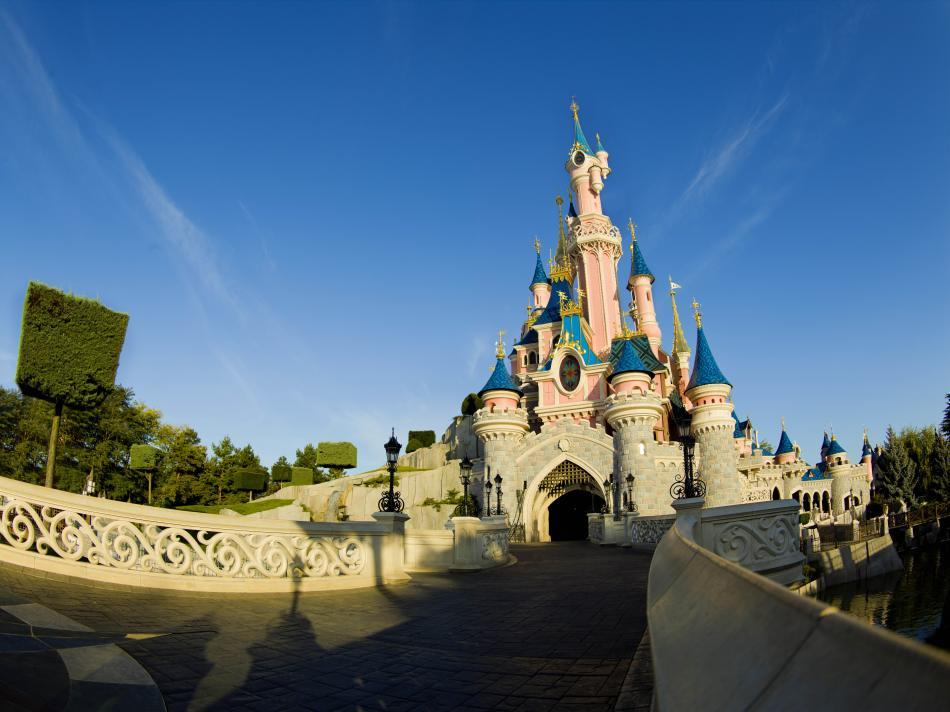 <b>Sleeping Beauty Castle (Fantasyland)<br>October 12, 1991: </b><br>Sleeping Beauty Castle makes its debut.