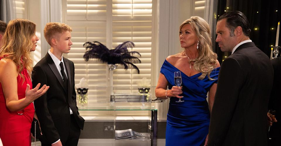 It will be revealed that Graham Foster and Kim Tate have been having a secret affair. (ITV Pictures)