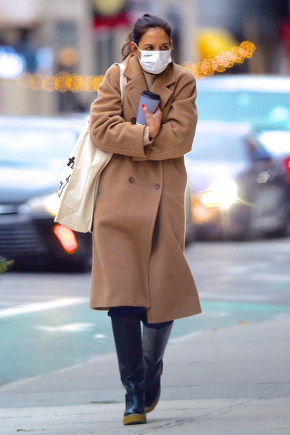 <p>Ahead of the overnight snowstorms on the East Coast, Katie Holmes bundles up for a wintry walk in New York City on Wednesday.</p>