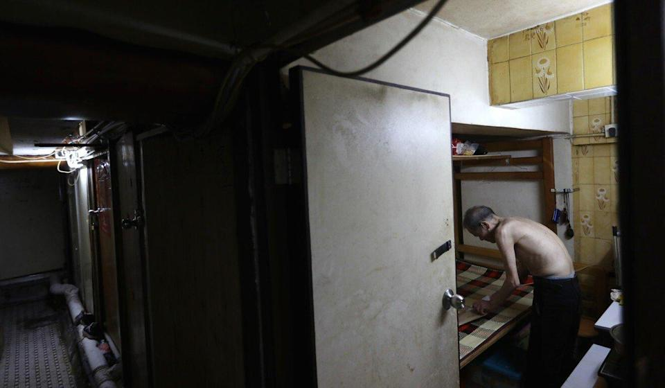 Cheung Wong-tim, 71, said he would spend his day in the air-conditioned municipal centre and night in neighbourhood parks to avoid the stuffiness in his windowless room in an old building in Sham Shui Po. Photo: Sam Tsang